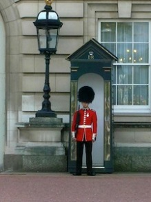 guard-at-buckingham-castle